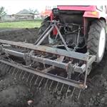 Мини трактор: посадка картофеля только окучником без картофелесажалки