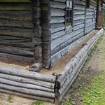Утепление фундамента деревенского дома