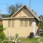 Дощатые строения стоят долго - доска надёжный, проверенный материал