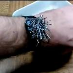 Магнитный браслет из часов