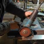 Ровный раскрой металлических листов болгаркой
