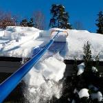 Сбрасывание снега с крыши