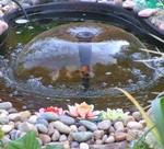 Маленький фонтанчик на загородном участке