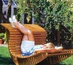 Кресло качалка в загородном доме