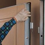Установка дверных коробок и дверей