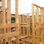 Каркасно-обшивная деревянная перегородка