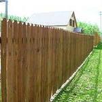Устанавливаем деревянный забор