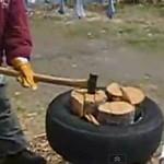 Колем дрова в автомобильной шине