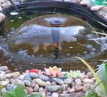 Маленькие фонтаны в домашних прудах