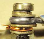 Соединение алюминиевых проводов с медными при помощи винта с гайкой