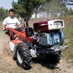 При обработке  полей трактором или мотоблоком, важна масса и небольшая скорость