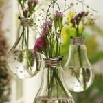 Из сгоревшей лампочки  – подвесная ваза